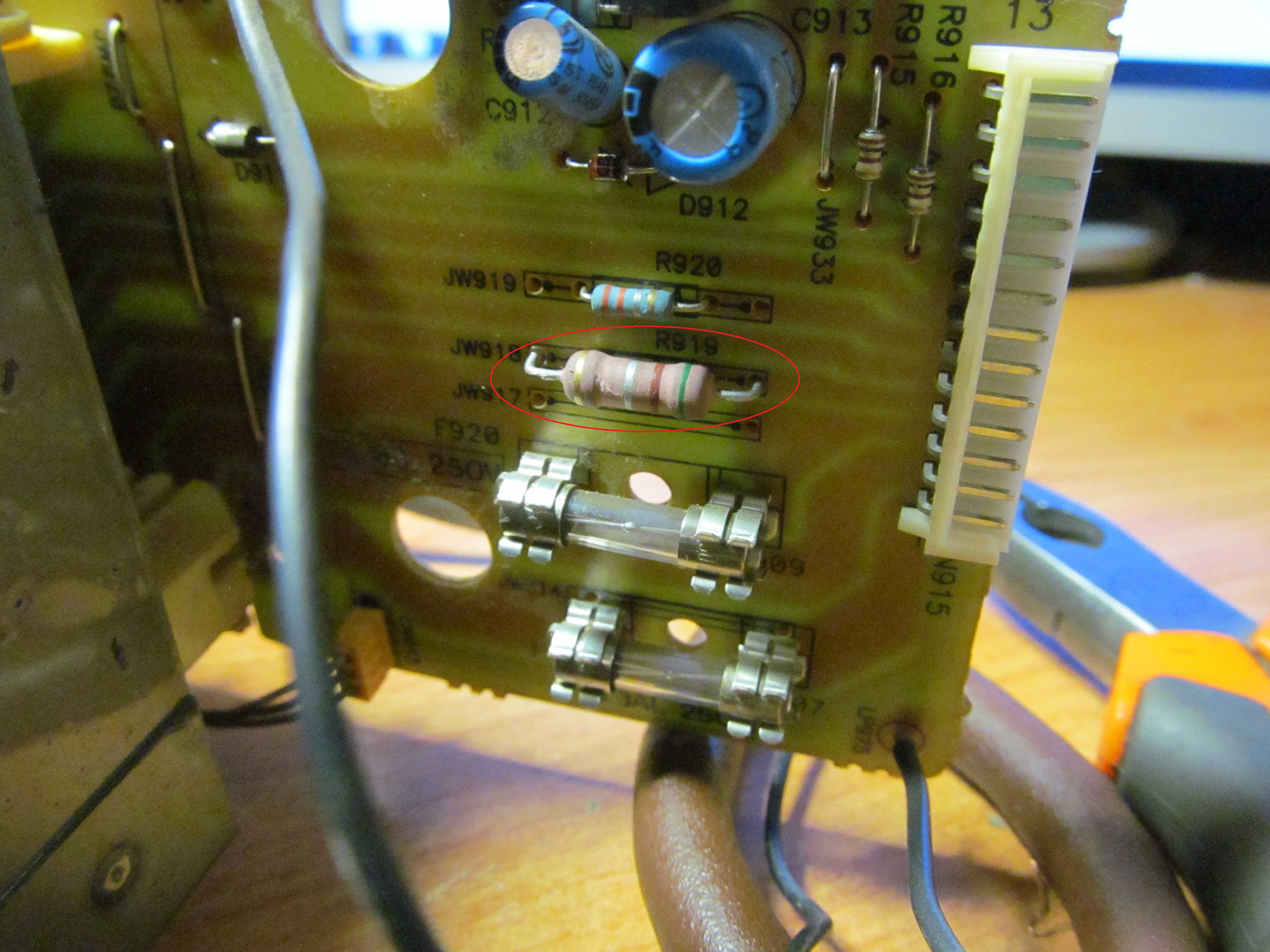 Перепаяный резистор R919