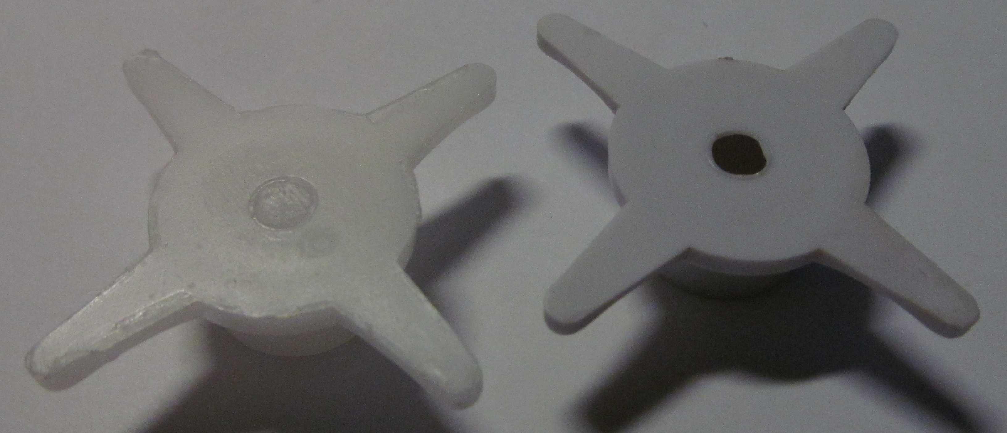 Отлитый из пластика фиксатор платы датчика Аквасторож (слева)